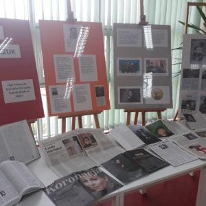 Wystawa poświęcona Oldze Tokarczuk w brzezińskiej bibliotece
