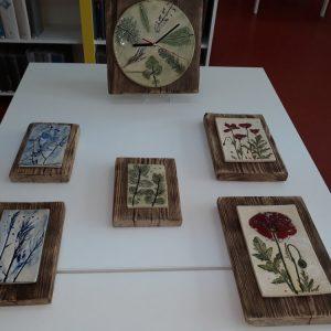 Wystawa ceramiki Marty Koronkiewicz na fotografii
