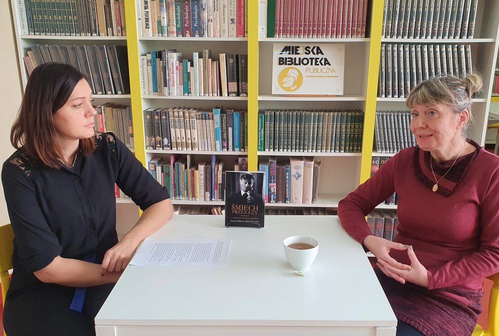 Elzbieta_Draczynska_w_brzezinskiej_bibliotece